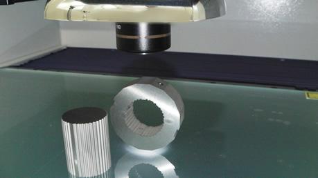 画像測定機に治具を使用した例