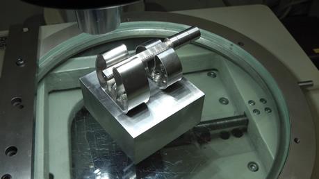 測定顕微鏡に治具を使用した例