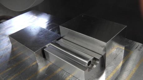 研削盤用治具による加工に治具を使用した例